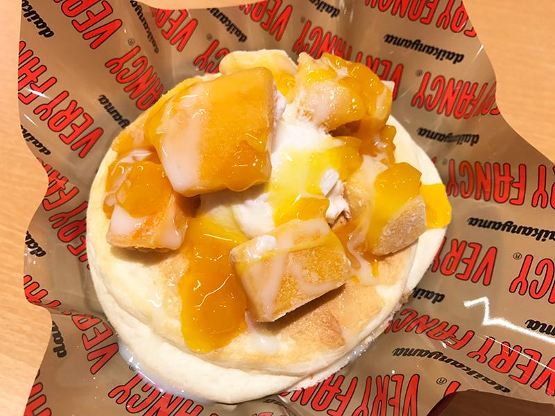 たっぷりマンゴーのふわとろパンケーキ