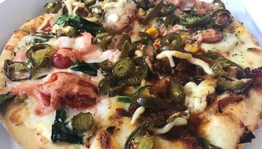 ドミノ・ピザ史上最強の激辛ピザ『クワトロ・鬼女のマヨネーズ』実食!メキシコの激辛ハラピニオを2倍トッピング。辛いけどやみつきになる旨さ!