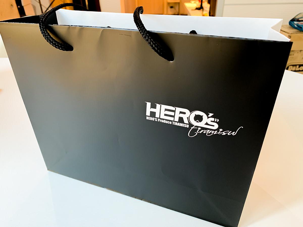 似てる!?パクリ!? 「ティラミスヒーロー」なのか「ティラミスヒーローズ」なのかよく分からない表参道の『HERO'S』のティラミス食べてみた