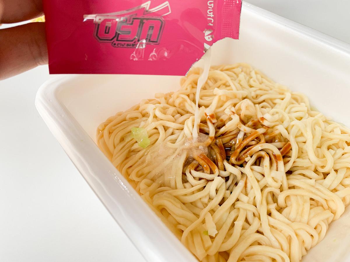 【二郎】カップ麺『日清焼そばU.F.O.神味マキシマム 背脂×ニンニク×チーズ』が完全に二郎系