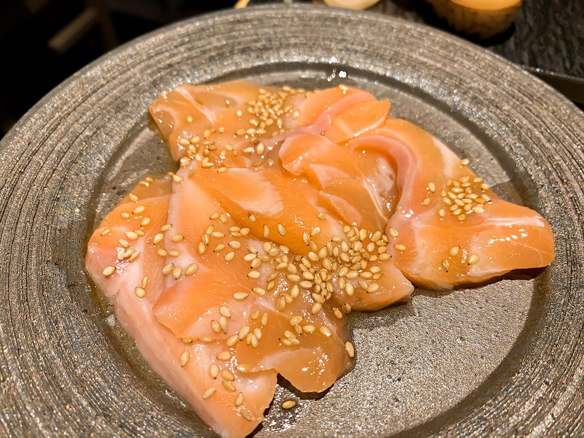 スシローの寿司 居酒屋『杉玉』レバ刺しみたいな生サーモン