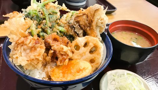てんや初!とろっと柔らかな「豚角煮の天ぷら」をのせた『豚角煮天丼』実食!豪華な具材の『大江戸天丼』も同時発売。季節限定