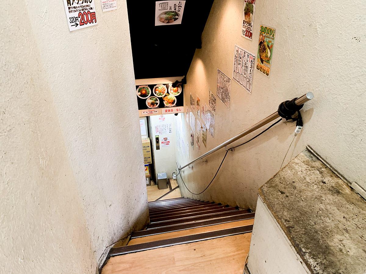 『麺屋はるか 秋葉原店』階段