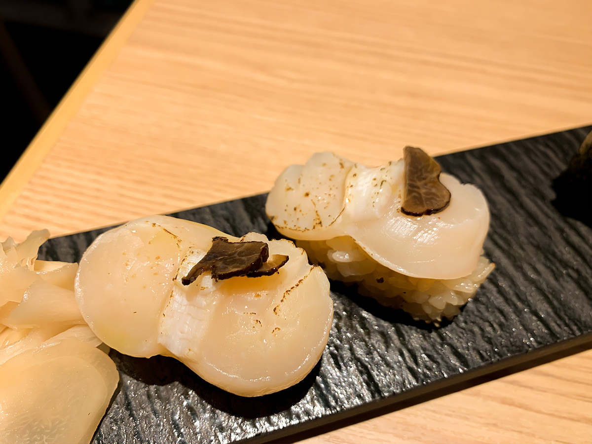 スシローの寿司 居酒屋『杉玉』炙り帆立 トリュフのせ